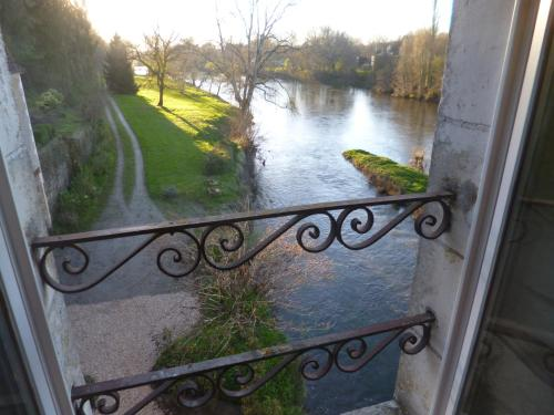 Le Moulin de Cors : Bed and Breakfast near Paulnay