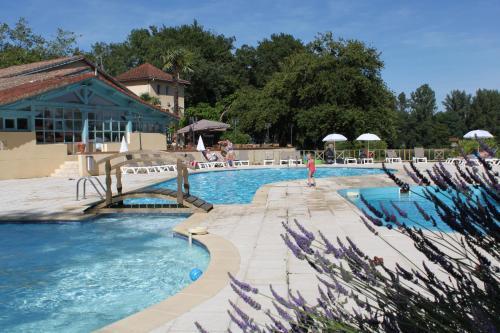 Domaine Lacs de Gascogne : Guest accommodation near Meilhan