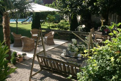 Chambre d'Hôtes La Villa Molina : Bed and Breakfast near Villers-sous-Montrond