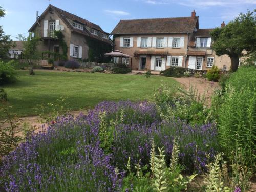 Souvigne : Bed and Breakfast near Saint-Christophe-en-Brionnais