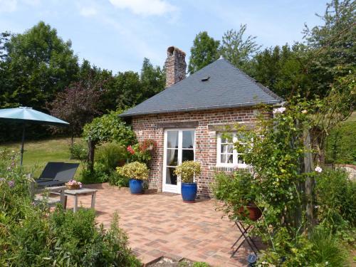 Gîte de Charme Les Petits Matins Bleus : Guest accommodation near Livarot