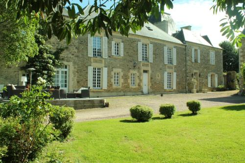 Manoir de la Queue Du Renard : Bed and Breakfast near Montchauvet
