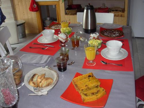 Le Jardin des Pierres Brunes : Bed and Breakfast near Estandeuil