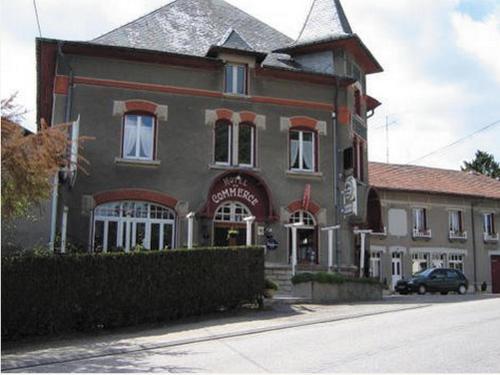 Hôtel-Restaurant du Commerce : Hotel near Dommartin-sous-Hans