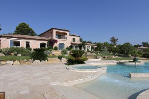 Suites de Prestige Mougins Cannes Grasse : Bed and Breakfast near Mouans-Sartoux