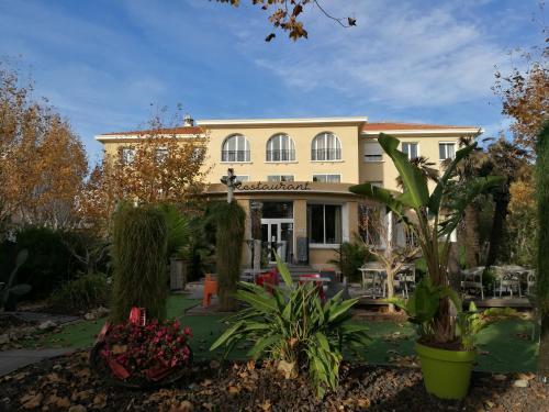 Adonis Sanary Grand Hôtel des Bains : Hotel near Ollioules
