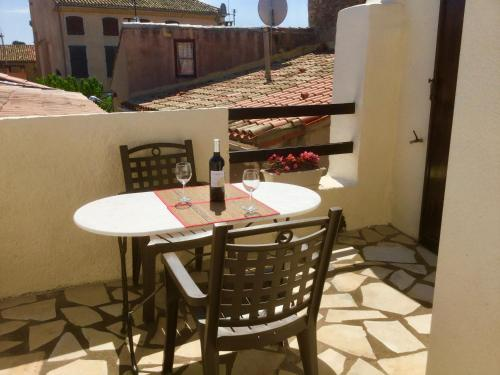 Le Petit Castel : Guest accommodation near Aigues-Vives