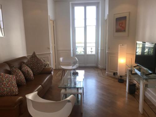 3 Bdrs Downtown Jean Medecin and Parking : Apartment near Nice