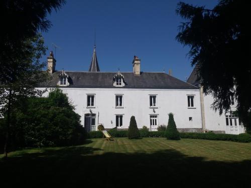 Chateau de la Rucquetiere - Gîte : Guest accommodation near Gourfaleur
