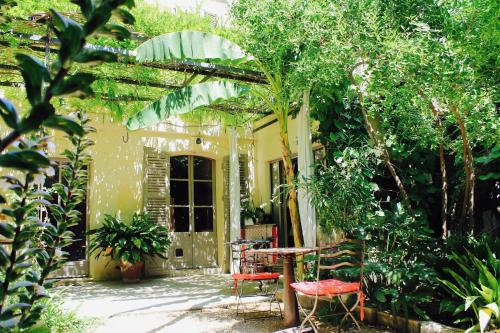 Les Jardins de Baracane : Bed and Breakfast near Avignon