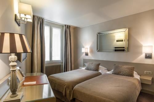 Hôtel la Residence Du Berry : Hotel near Toussus-le-Noble