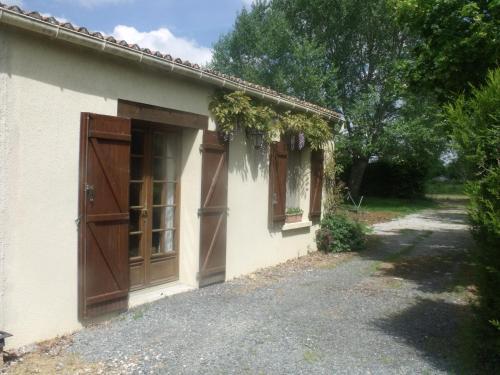 Le Grand Bois : Guest accommodation near Soutiers