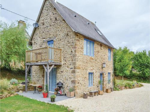 Holiday Home Cauesmes Vaucé with Fireplace IV : Guest accommodation near Passais