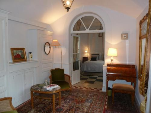 Le Jardin Andrinople : Guest accommodation near Courcoué