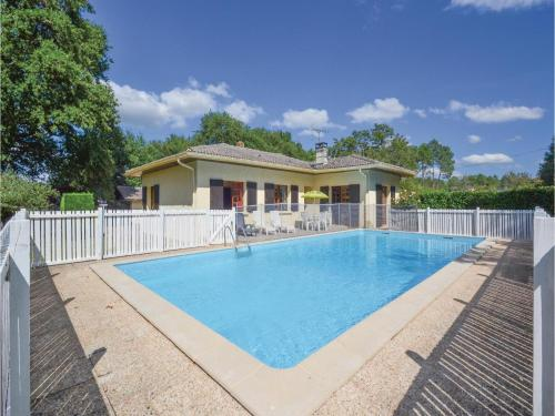 Holiday home A. Pouchiou : Guest accommodation near Garrosse