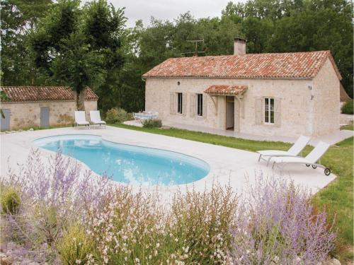 Five-Bedroom Holiday Home in Sembas : Guest accommodation near Laugnac