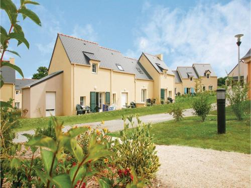 One-Bedroom Holiday Home in Le Tronchet : Guest accommodation near Tressé