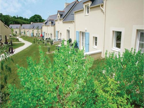 Three-Bedroom Holiday Home in Le Tronchet : Guest accommodation near Tressé