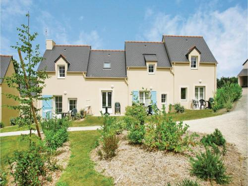 Two-Bedroom Holiday Home in Le Tronchet : Guest accommodation near Tressé