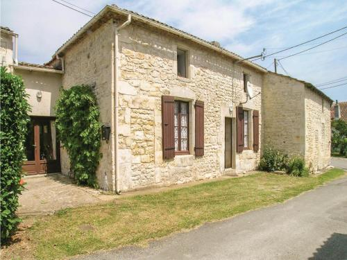 Three-Bedroom Holiday Home in Gemozac : Guest accommodation near Saint-Simon-de-Pellouaille