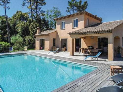 Four-Bedroom Holiday Home in Montauroux : Guest accommodation near Montauroux