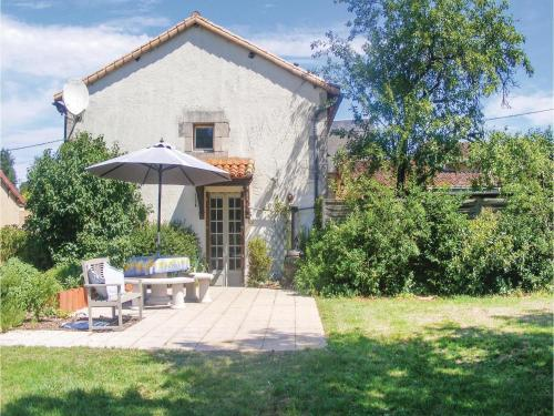 Three-Bedroom Holiday Home in Queaux : Guest accommodation near Moulismes