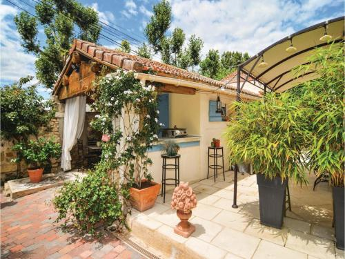 Studio Holiday Home in Arles, Alberon : Guest accommodation near Bellegarde