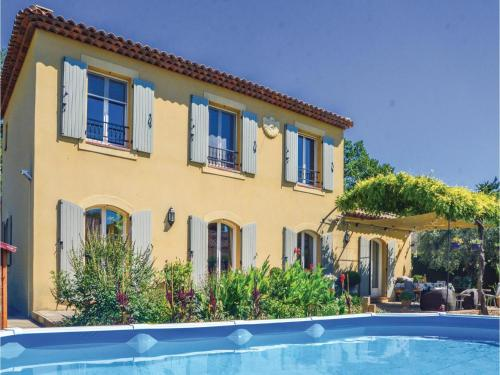 Three-Bedroom Holiday Home in Mallemort : Guest accommodation near Vernègues