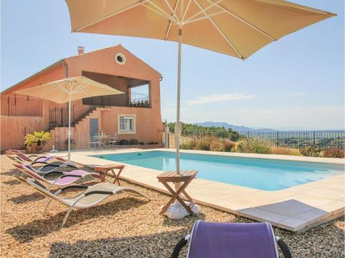 Five-Bedroom Holiday Home in Cairanne : Guest accommodation near Sainte-Cécile-les-Vignes