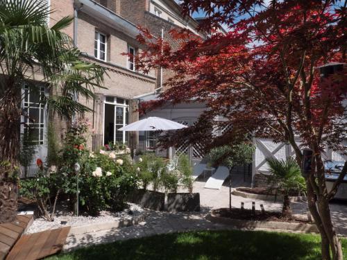 Une Maison En Ville Chambre d'hotes : Bed and Breakfast near Amiens
