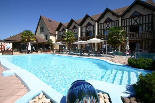 Le Clos Deauville Saint Gatien : Hotel near Saint-Martin-aux-Chartrains