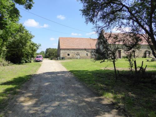Domaine Le Bois de l'Espaud : Guest accommodation near Moulins