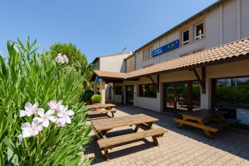 Ibis Budget Bollene : Hotel near Mondragon