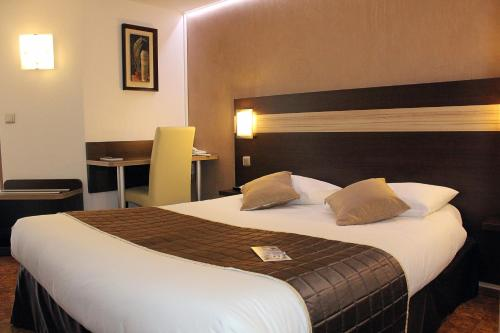 Comfort Hotel Les Mureaux-Flins - Restaurant La Chaumière : Hotel near La Falaise