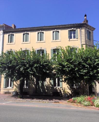 Guesthouse La Villaé : Guest accommodation near Noailhac