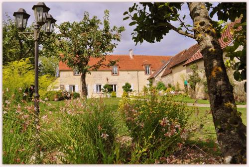 B&B le bourg d'Aunou, petit déjeuner compris : Bed and Breakfast near Chailloué