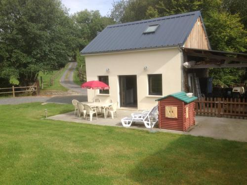 La grange : Guest accommodation near Berjou
