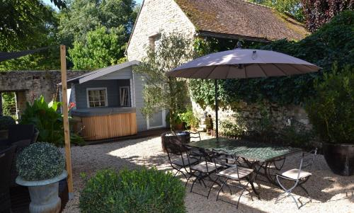 La Maison Rose : Bed and Breakfast near Bromeilles