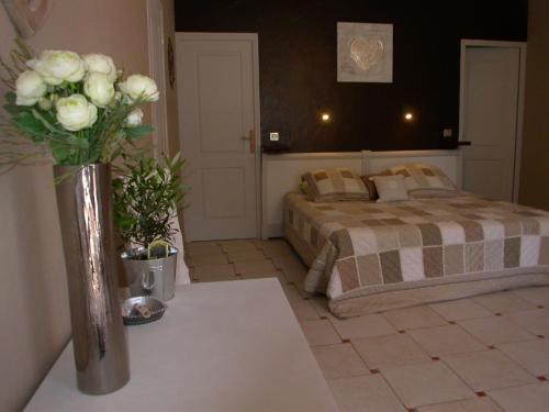 Mas Cantarelles : Bed and Breakfast near Châteauneuf-de-Gadagne