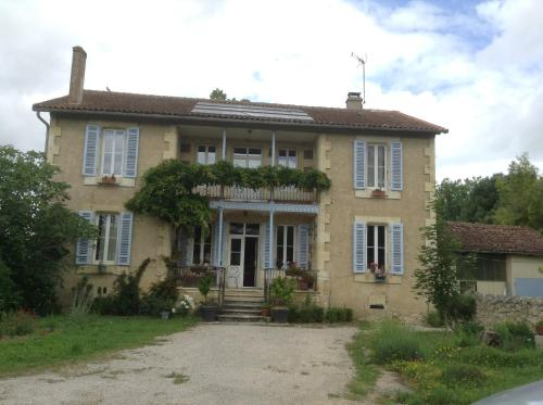 Ancienne école : Bed and Breakfast near Bezolles