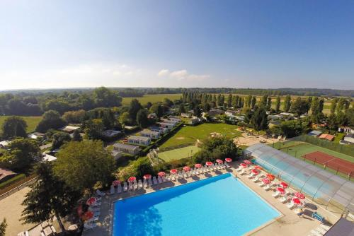 Camping Village Parisien : Guest accommodation near Poincy