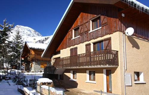 Odalys Chalet Alpina : Guest accommodation near Saint-Christophe-en-Oisans