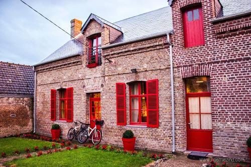 Gîtes Aux Portes de la Baie : Guest accommodation near Frucourt