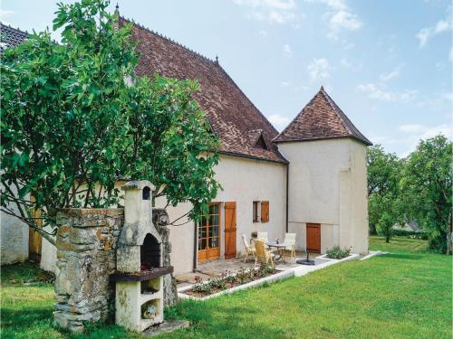 Four-Bedroom Holiday Home in Mary : Guest accommodation near Saint-Gengoux-le-National