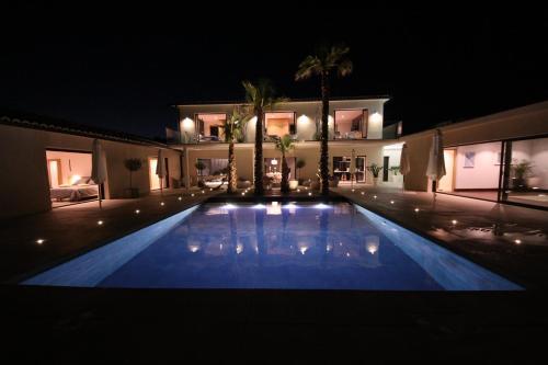 La Maison d'Ambrine - La Villa : Guest accommodation near Chamaret