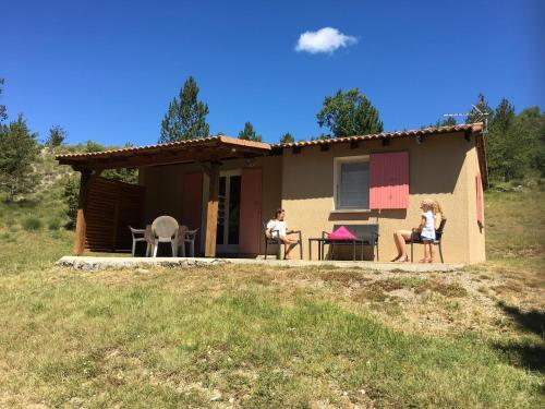 Terres Clot Du Jay : Guest accommodation near Faucon-du-Caire