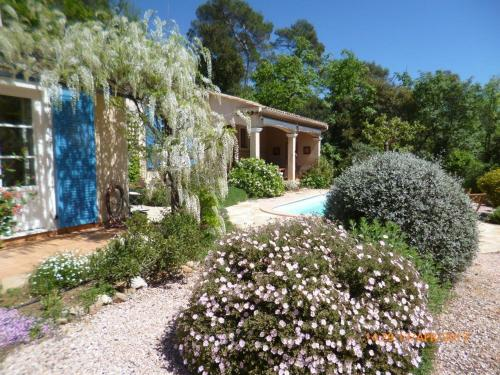 Romarins, Golf of Barbaroux : Guest accommodation near Cabasse