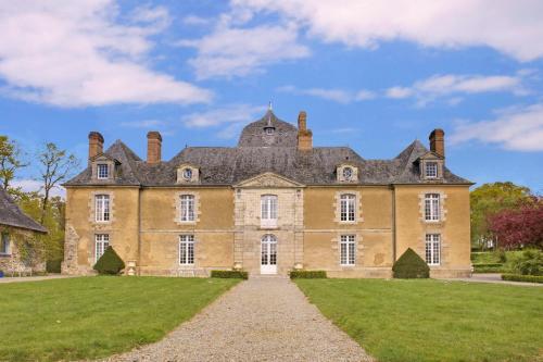 Château Du Bois Glaume : Guest accommodation near Pléchâtel