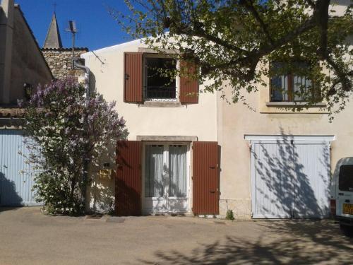 Maison Sous les Platanes : Guest accommodation near Rousset-les-Vignes