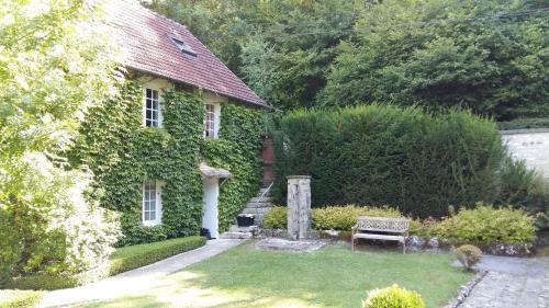 Maison d'hotes Les Jardins du Val : Guest accommodation near Bennecourt